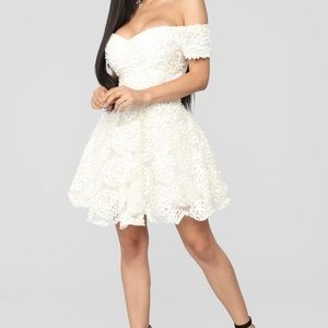 Honeymoon flare dress white